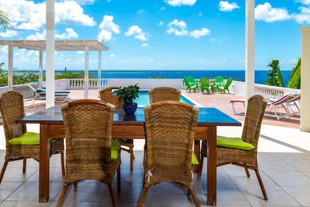 Spacious 4 bedroom villa with ocean view