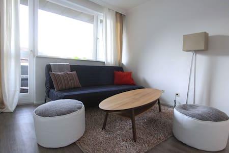 Cosy flat with balcony free parking near skibus - Völs - Condominium