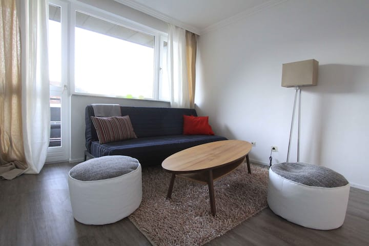 Cosy flat w/ balcony & parking long term discount