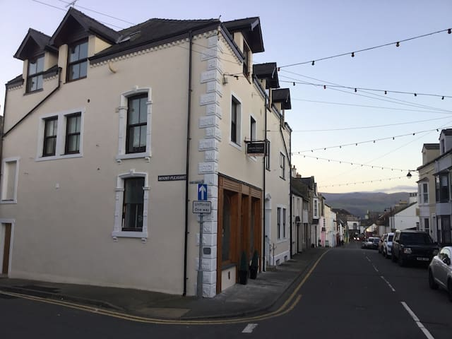 Centrally Located 2nd Floor Apartment in Beaumaris