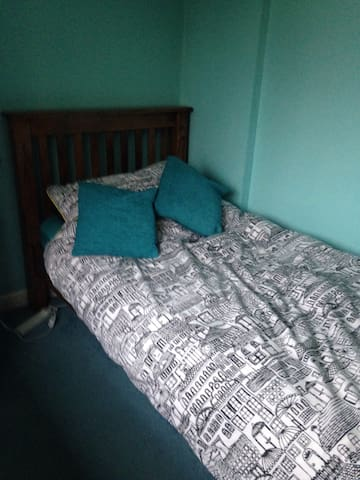 Single room in Dorking near station - Dorking - Hus