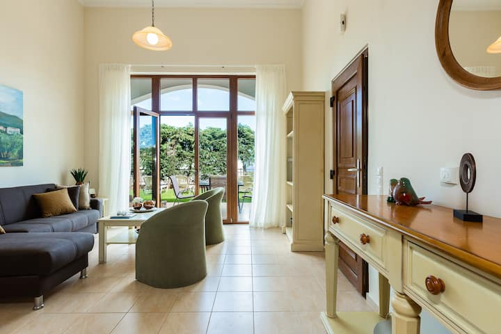Spacious 3 bd house with common pool in a village
