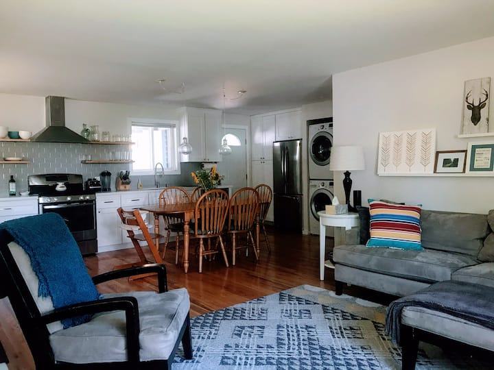 Family friendly modern home- Parks & trails nearby