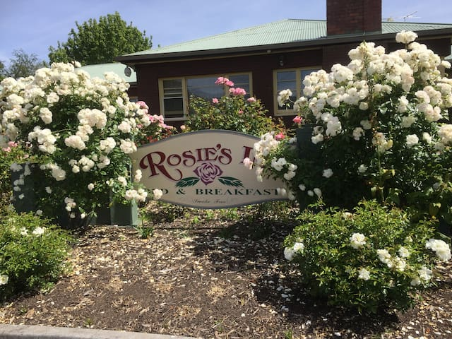 Rosie's Inn - New Norfolk - Bed & Breakfast