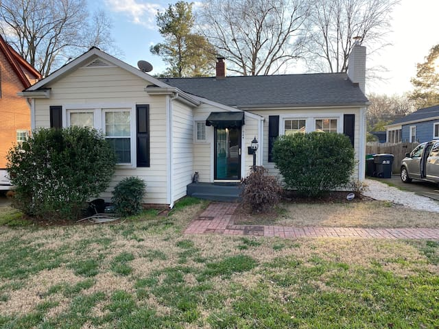 Home in Sedgefield/Freedom Park, close to Downtown
