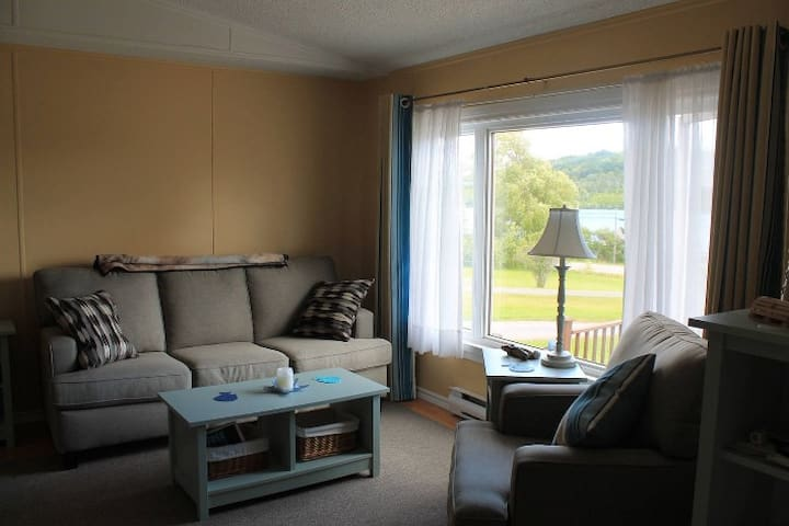 Bright cottage with sweeping Bras D'or Lake views - Baddeck