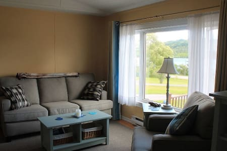 Bright cottage with sweeping Bras D'or Lake views - Baddeck - Stuga