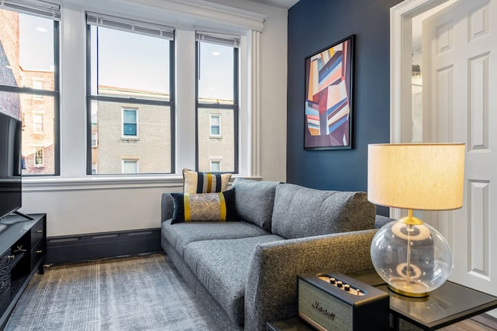 Bright Fenway 1BR w/ City View, A/C, near Greenline, by Blueground