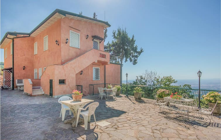 Holiday cottage with 7 bedrooms on 330m² in Rocca di Papa RM