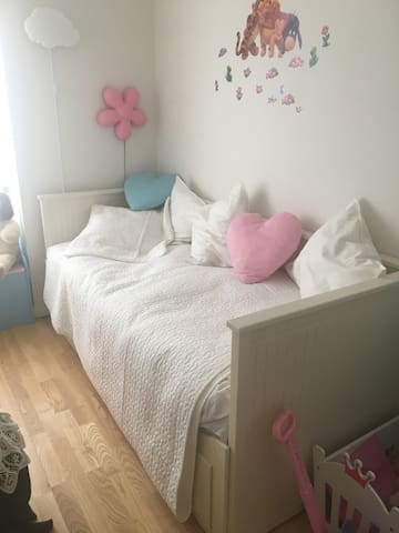 Lille room in cosy home 2