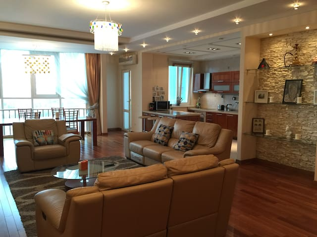 Luxury 2 Bed Mountain Views (All Apartment) - Almaty - Appartement
