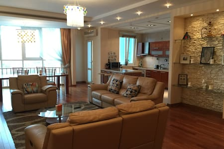 Luxury 2 Bed Mountain Views (All Apartment) - Almaty