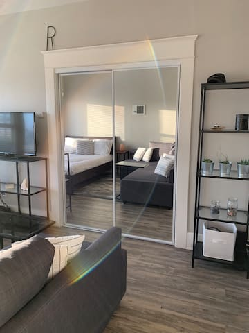 NEW Modern and Homey Studio - Edge of Little Italy