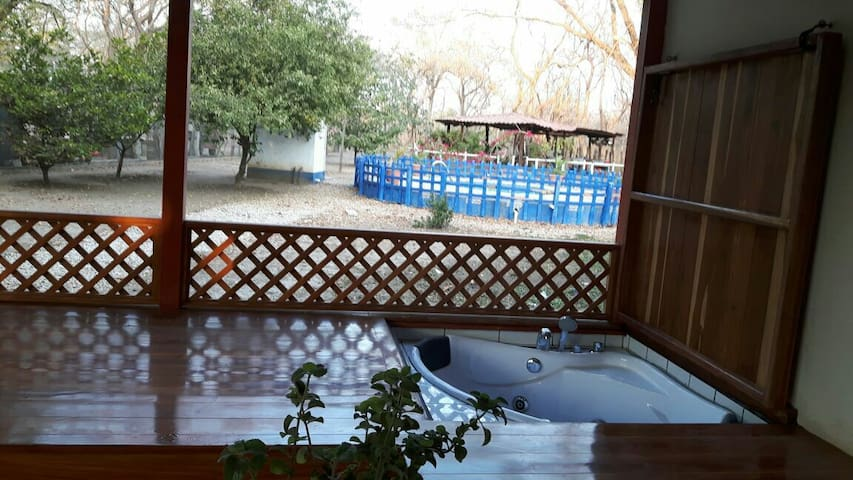 Independent room with jacuzzi - Liberia - Hus