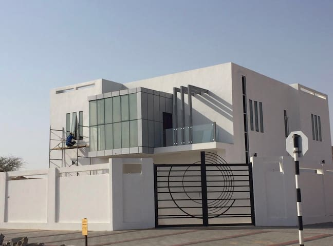(Oman) not Alain) Beautiful Studio with shops near