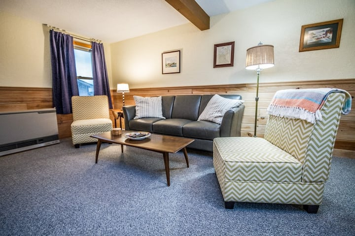 Mariner House Highpoint is a cozy home located near the heart of Grand Marais, MN