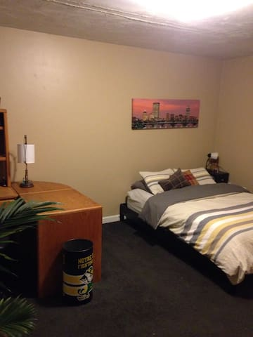 Master Bedroom in Spacious House - Worcester - Haus