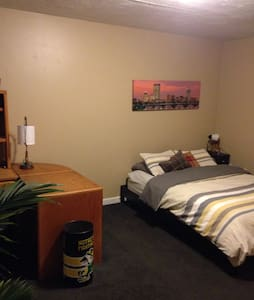 Master Bedroom in Spacious House - Worcester - Casa