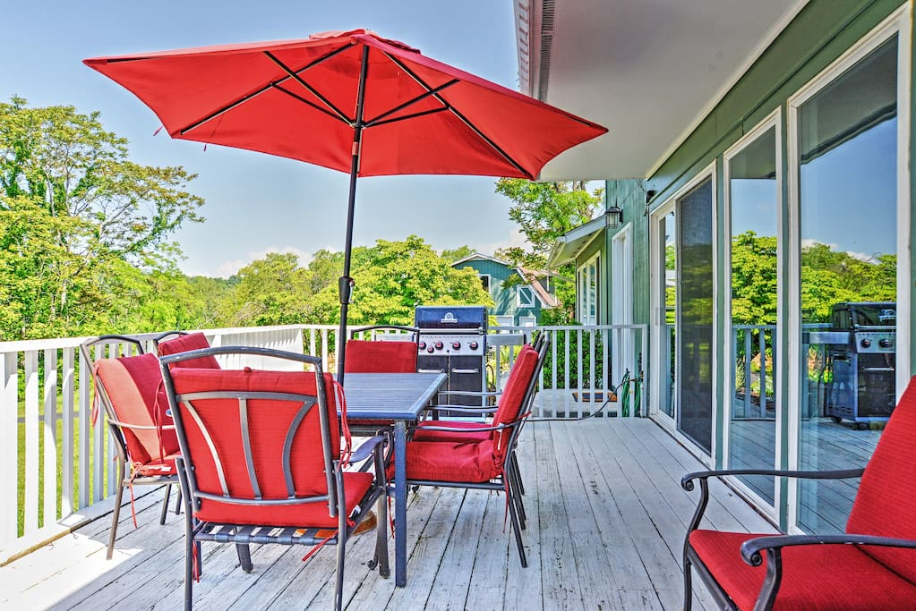 Lounge on the deck or enjoy a meal outdoors!
