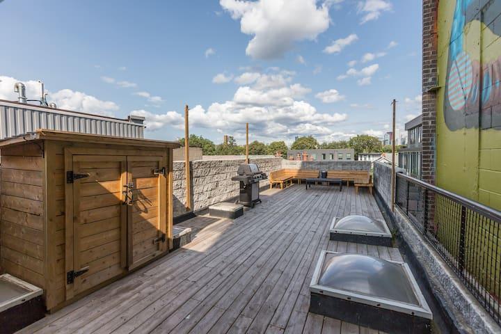 3BR 2-Story Trendy Ossington Loft