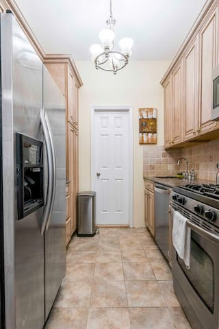 kitchen with stainless steel top of the line appliances,  large stove/oven, dishwasher, microwave fridge/freezer with ice maker