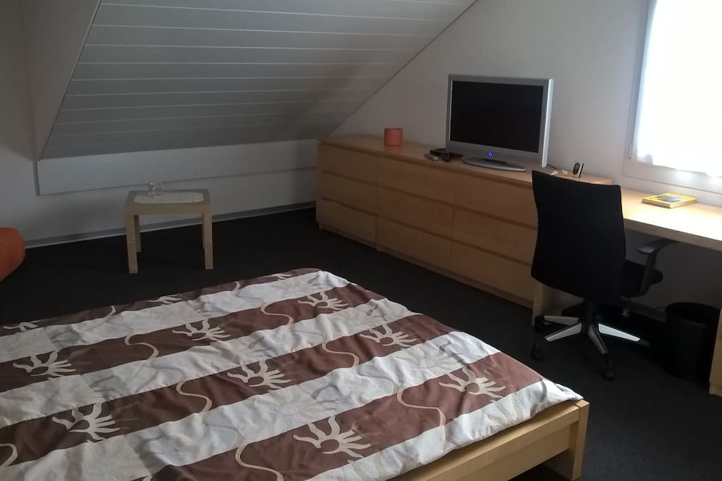 Doppelbett, TV, WLAN