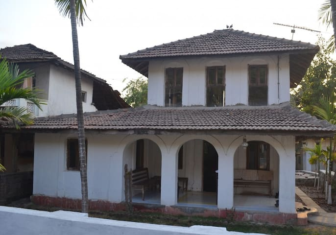 Hertitage 1930 Cottage/ Bungalow at Kashid - Kashid - Willa