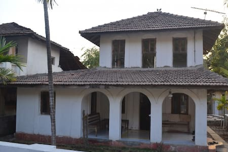 Hertitage 1930 Cottage/ Bungalow at Kashid - Villa