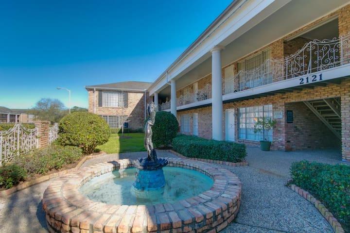 Galleria Area Townhouse! 2bd - 2.5 bath - Houston - Apartment