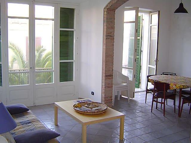 Alloggio centralissimo luminoso - Calasetta - Apartemen