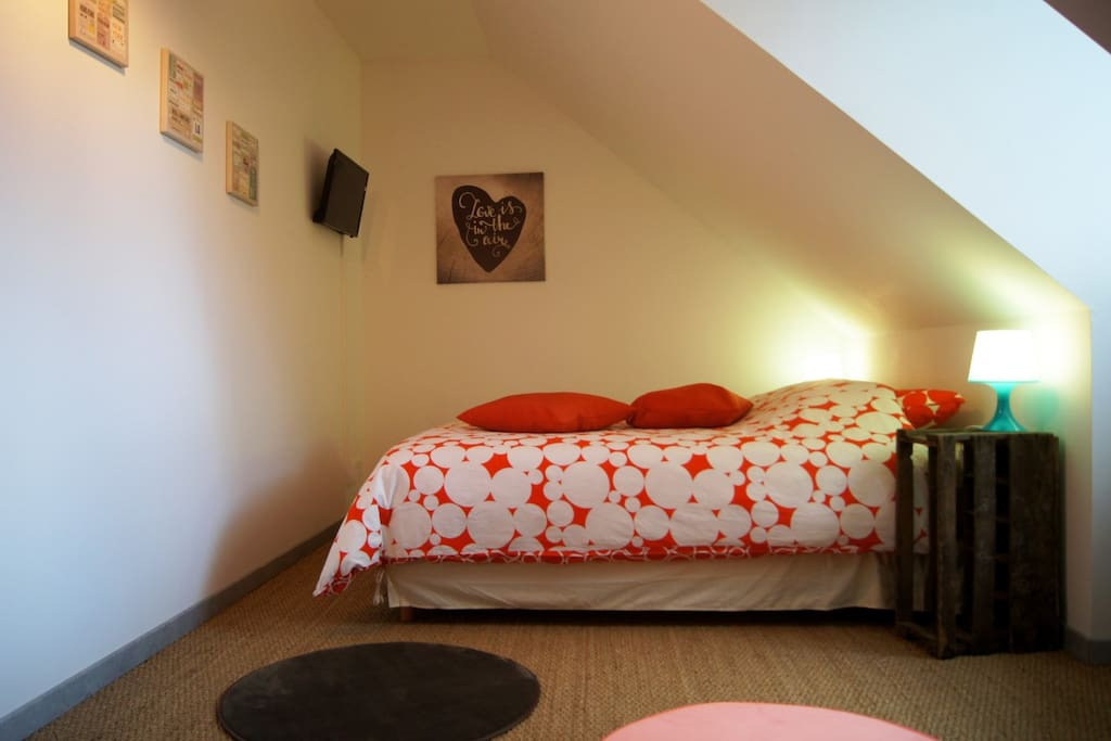 La chambre avec lit de 160cm
