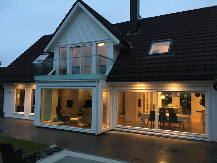 Large, modern house with lovely views in Ålesund