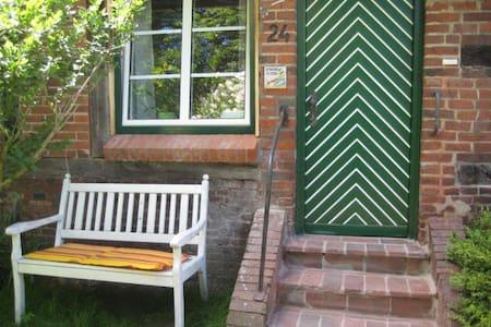Kleine charmante Ferienwohnung auf dem Künstlerhof - Goosefeld - 公寓