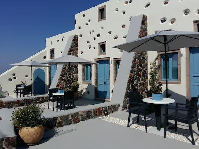 Notis Villa 2-One of 3 Hotel Suites with breakfast