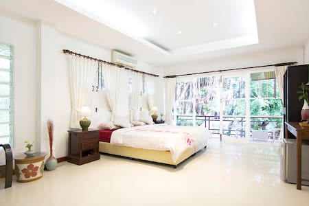 Banyan House bed and breakfast deluxe king with private balcony