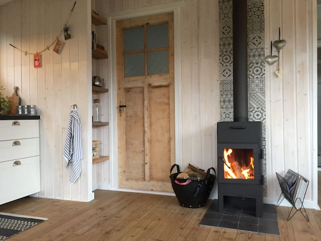 Cozy cottage national park Veluwe with fireplace