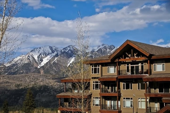 Luxury Condo by Main Plaza - Walk to Slopes - Gas Grill