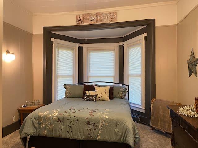 Master Bedroom King Main Floor