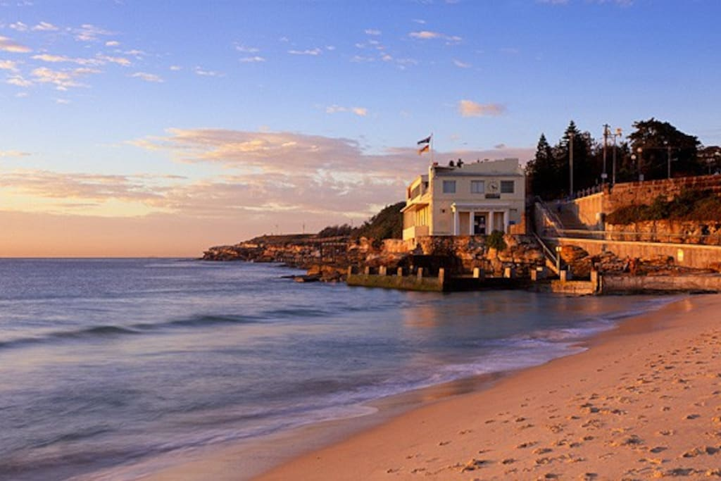 Nearby Coogee beach - restaurants, nightlife and new years eve fireworks