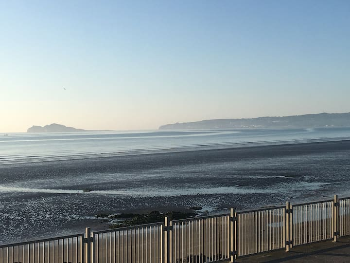 Portmarnock by the sea and Dublin city in 15 min's