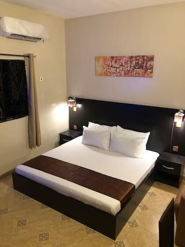Posh Apartments GRA- Luxury Studio Room
