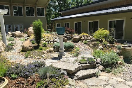 Stunning Courtyard Garden Room 4