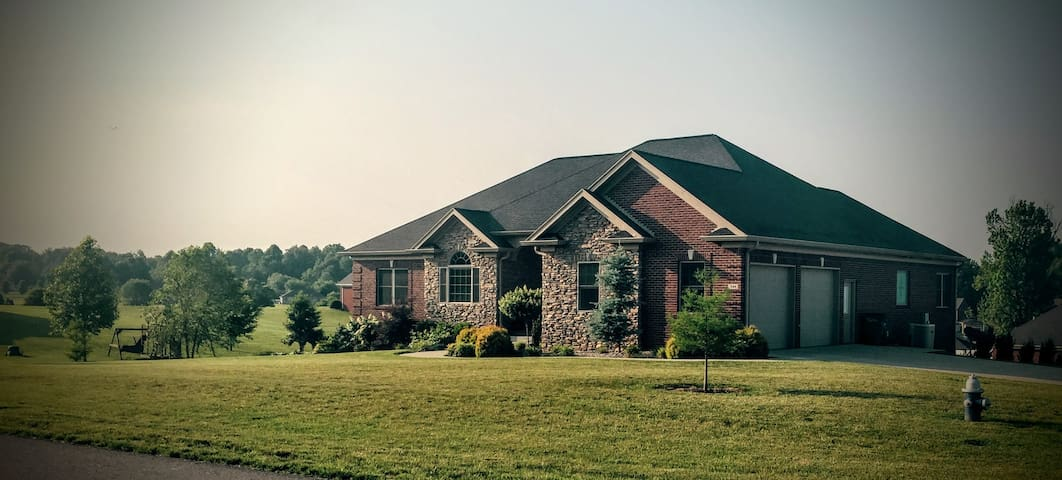5 bedroom home 35 min fm Louisville - Elizabethtown - Hús