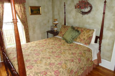 Estillville B&B - The Deanna Rose - Gate City - 家庭式旅館