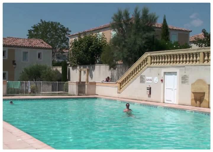 Villa VirYann a Uzes. Centre Uzes à pieds, piscine