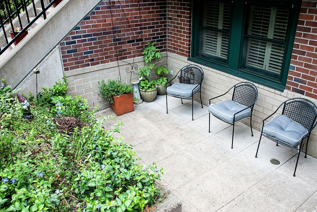 Patio at front