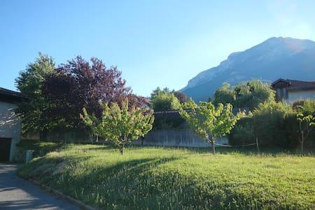 Studio calme avec jardin, sur la route du Vercors