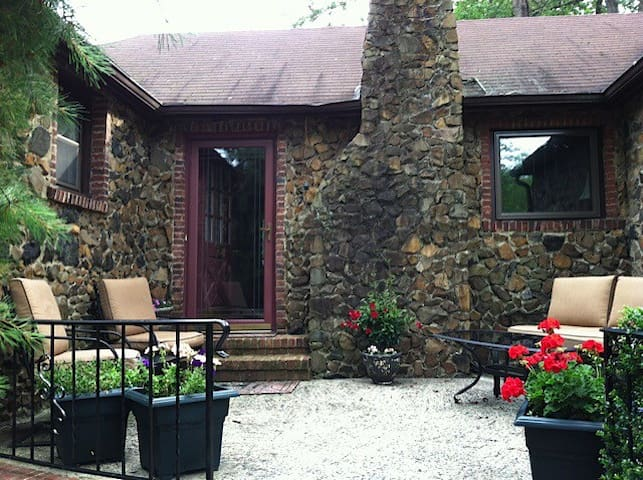 Charming English Stone Cottage - Scotch Plains - Rumah