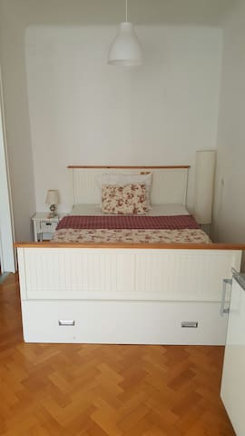 Big& cozy room-10min to city center - Wien - Apartment