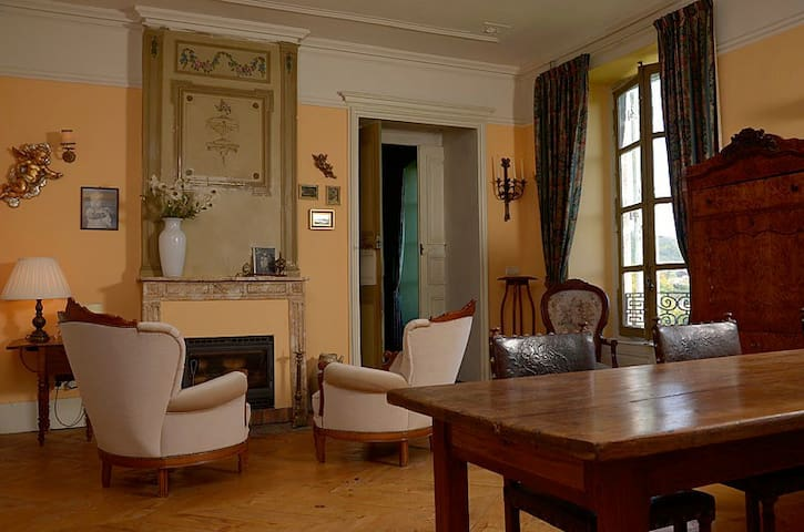 Private room/gite in chateau